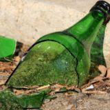 Hombre golpeado en la cara con un botella por robarle su Iphone