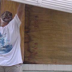 Hombre de 68 años murió al caer tratando de poner shutters en sus ventanas