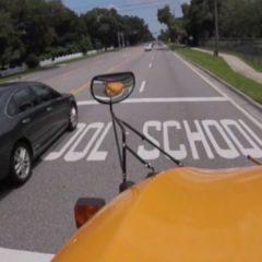 Proyecto de ley aumentaría la multa por no parar o adelantar bus escolar