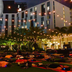 """Full Moon Yoga"" martes 8:00 pm Hotel Hilton West Palm Beach"