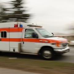 Cuatro personas al hospital en accidente con bus escolar